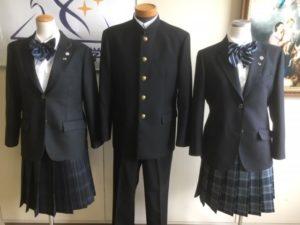 上村ひなの 中学校制服